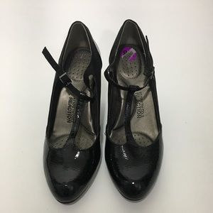 Kenneth Cole Reaction T Pumps 8.5